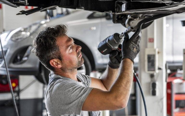 Bedrijfsfotografie van een garagemonteur