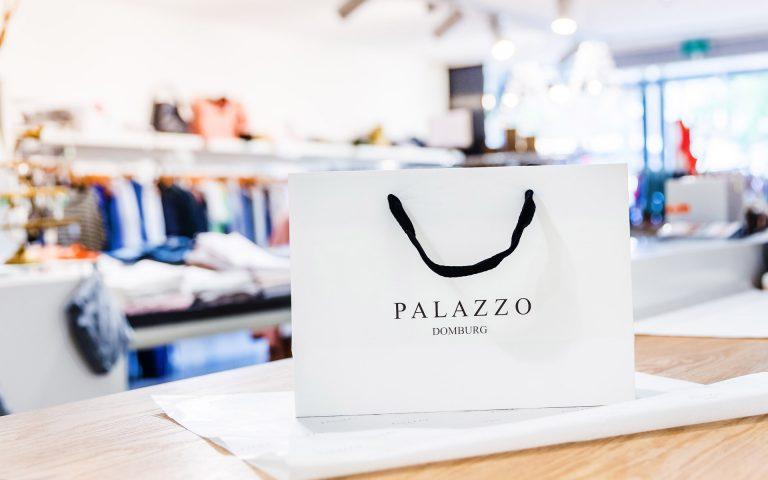 Bedrijfsfotografie van een tas in een winkel