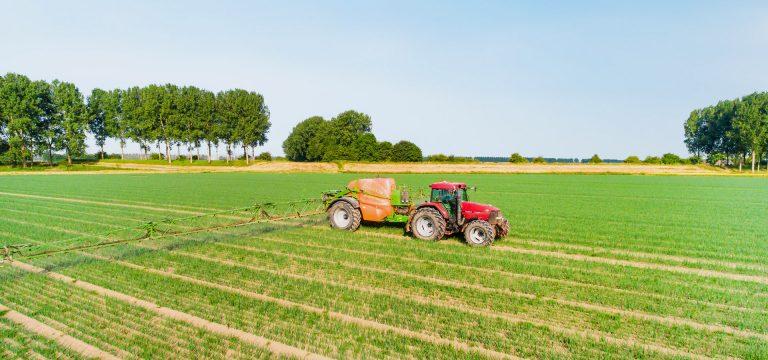 drone foto van een traktor