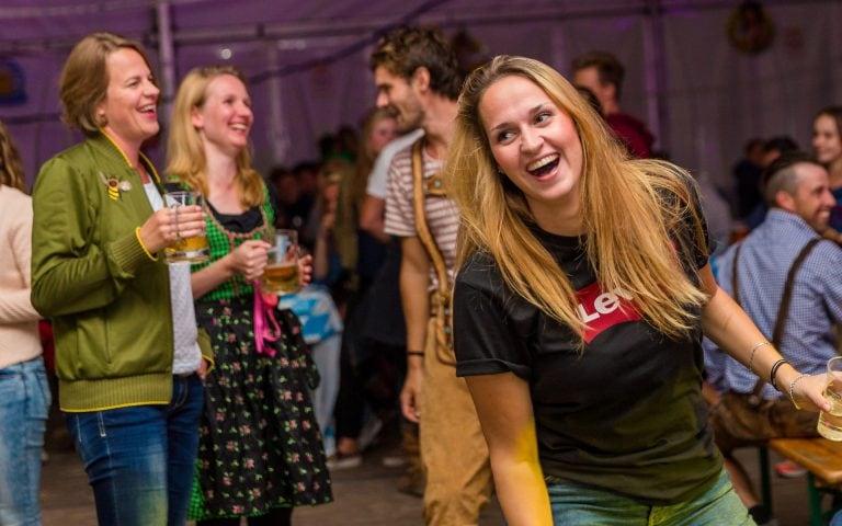evenement fotografie van een meisje op een feest