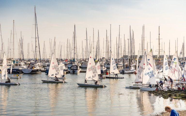 evenement fotografie van een haven met boten