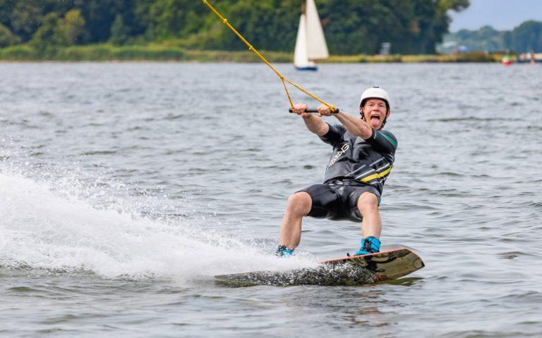 evenement fotografie van een wakeboarder
