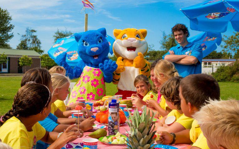 evenement fotografie van een lunch met kinderen
