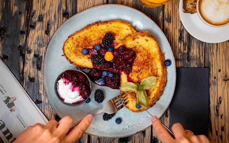 voedsel fotografie van een bord met wentelteefjes